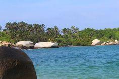 Explora el Parque Tayrona y conoce una de las playas más asombrosas del caribe colombiano. Disfruta con nosotros esta hermosa ensenada de arena blanca, caracterizada por sus maravillosos paisajes formados con el verdor de la naturaleza.