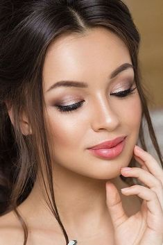 natural bridal makeup romantic look lavish pro #Weddingbridesmakeuptips