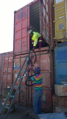 How to fit 366 adult bikes, 55 kids bikes, some spare parts, extra tires and some boxes in a container? Logistics. Distribution processes. Operations management. ⋆ just leave and live