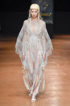 See the complete Iris van Herpen Fall 2017 Couture collection.