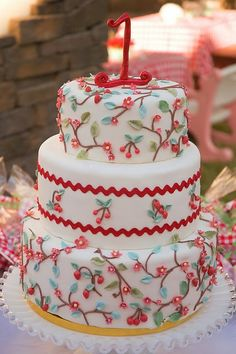 Strawberry Picnic Birthday -this would be a really pretty wedding cake Pretty Cakes, Beautiful Cakes, Amazing Cakes, Cherry Blossom Cake, Cherry Cake, Cherry Blossoms, Cupcakes, Cupcake Cakes, Picnic Birthday