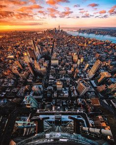 High Above Manhattan at sunset by Tom Jauncey New York City Feelings The Best Photos and Videos of New York City including the Statue of Liberty, Brooklyn Bridge, Central Park, Empire State Building, Chrysler Building and other popular New York places and attractions.