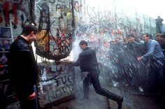 The Fall of the Berlin Wall in Photos: An Accident of History That Changed The World - The New York Times Rare Images, Rare Photos, Rare Pictures, Powerful Pictures, Iconic Photos, New York Times, Fall Of Berlin Wall, Fotojournalismus, Ddr Museum
