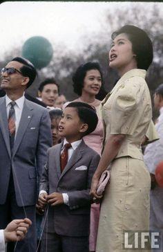 King & Queen Of Thailand King Rama 10, King Bhumipol, King Of Kings, King Queen, King Thailand, Queen Sirikit, Thailand Photos, Bhumibol Adulyadej, Great King