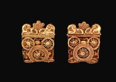 A PAIR OF ETRUSCAN GOLD A BAULE EARRINGS     CIRCA LATE 6TH-EARLY 5TH CENTURY B.C.