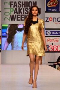 Sana_Safinaz_at_Fashion_Pakistan_Week_2012_Day_4_1