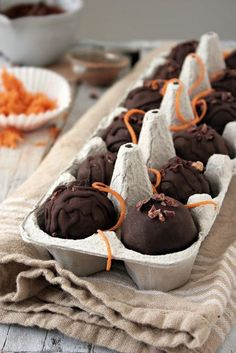 The Urban Poser:: RAW Carrot Cake Balls (Vegan, RAW, Paleo, GAPS)