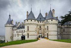Château de CHAUMONT, Valle del Loira III, FRANCIA - Primitiva fortaleza medieval, este castillo conservó su encantador aire gótico pese a que fue arrasado por mandato del rey Luis XI de Francia por el empeño de la familia Amboise que volvió a levantarlo a finales del siglo XV y principios del XVI. Actualmente el castillo es un museo.