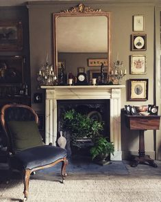 Beautiful Interior of Georgian Style Home Fireplace reading - Home Decorating Trends - Homedit Home Decor Trends, Home Decor Styles, Georgian Fireplaces, Georgian Style Homes, Georgian Townhouse, Georgian Interiors, Home Fireplace, Unused Fireplace, Mirror Over Fireplace
