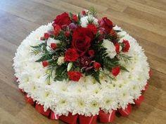 Massed Posie Pad Deco Floral, Floral Cake, Arte Floral, Funeral Floral Arrangements, Creative Flower Arrangements, Happy Birthday Flower Cake, Single Flower Bouquet, Flower Room Decor, Memorial Flowers