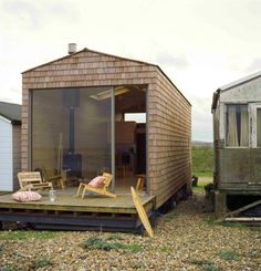 nina tolstrup of studiomama | beach chalet, kent (photo by ben anders) (via http://pinterest.com/pin/273030796129144222/) (read more here: http://remodelista.com/posts/architect-visit-studiomama-beach-chalet)