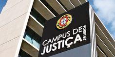 Sócrates abandona tribunal e passa segunda noite detido  O ex-primeiro-ministro José Sócrates saiu cerca das 22h20 do Tribunal Central de Instrução Criminal (TCIC), em Lisboa, mas desconhece-se se já foi interrogado.