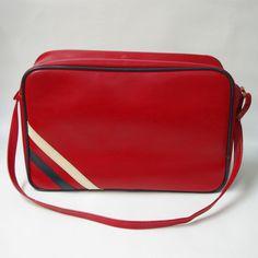 VIntage retro 70s 80s red sports bag St Michael Holdall vinyl shoulder  messenger. 141831627653 d13637099a