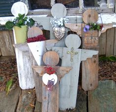 Garden angels from fence pickets. next project for summer crafts. Diy Projects To Try, Crafts To Make, Craft Projects, Diy Crafts, Craft Ideas, Old Wood Projects, Easter Projects, Christmas Projects, Old Fence Boards