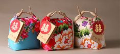 "Beautiful chinese rice packaging by the Taiwanese company green in hand. The company uses sustainable packaging which are stylish, simple and unique. The top packaging which is called ""together rice"". Rice Packaging, Pretty Packaging, Brand Packaging, Simple Packaging, Flower Packaging, Packaging Ideas, Origami Font, Medicine Packaging, Chinoiserie"