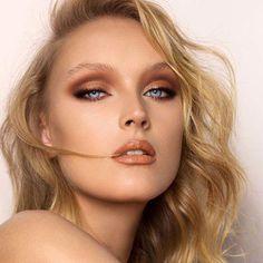 Natasha Denona Mini Nude Eyeshadow Palette #DiyEyeCream New Eyeshadow Palettes, Nude Eyeshadow, Makeup Palette, Romantic Makeup, Gorgeous Makeup, Cheek Makeup, Eye Makeup, Daily Makeup, Makeup Tips