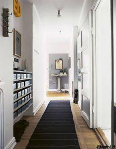 Expos des vinyles dans un couloir sur une biblioth que - Decoration couloir entree maison ...