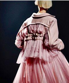 Weird Fashion, Pink Fashion, Unique Fashion, Couture Fashion, Fashion Art, Editorial Fashion, Runway Fashion, Fashion Outfits, Womens Fashion