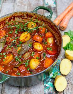 Hearty Potato Stew 10 Easy One-Pot Dinners - Healthy Gluten Free & Vegan Dinners Veggie Recipes, Vegetarian Recipes, Healthy Recipes, Easy Recipes, Vegetarian Stew, Oven Recipes, Vegetarian Cooking, Veggie Food, Recipies