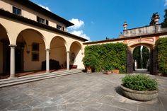 Villa Le Rose courtyard