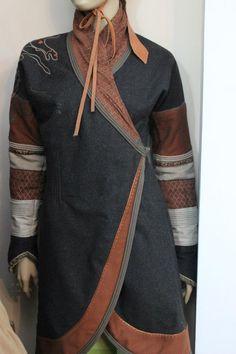 Outfit inspiration 1 Boho Fashion, Fashion Outfits, Fashion Design, Mens Fashion, Tibetan Clothing, Ethno Style, Wrap Clothing, L5r, Medieval Clothing
