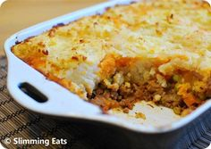 Low Syn Shepherd's Pie - delicious ground lamb and vegetables topped with golden mashed potatoes. Slimming World and Weight Watchers friendly Healthy Eating Recipes, Diet Recipes, Healthy Dinners, Healthy Eats, Slimming Eats, Slimming World Recipes, Sw Meals, Food Now, Lamb Recipes