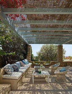Beautiful Spanish design by Isabel Lopez-Quesada Pergolas For Sale, Spanish Design, Deck, Outdoor Structures, Wallpaper, Outdoor Decor, Inspiration, Beautiful, Patio Ideas
