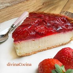 tarta de yogur y fresas Cheesecake Recipes, Pie Recipes, My Favorite Food, Favorite Recipes, Good Food, Yummy Food, Strawberries And Cream, Recipe Images, Christmas Desserts