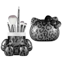 Hello Kitty Wild thing brush set & holder - Sephora Holiday i seen this i fell inlove hope someone may have one to trade ! or sell Hello Kitty Makeup, Hello Kitty Nails, Sephora, Hello Kitty House, Makeup Is Life, Hello Kitty Collection, Holiday Makeup, Makeup Collection, Brush Set