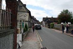 Beuvron-en-Auge: Normandische gezelligheid ** | Dorpen in Frankrijk Sidewalk, Normandie, Eyes, Side Walkway, Walkway, Walkways, Pavement