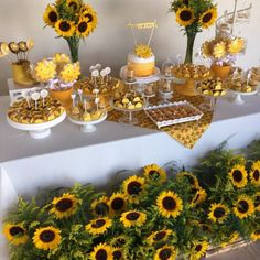 Sunflower garden cake future baby in 2019 girasoles, fiesta girasol, decora Sunflower Birthday Parties, Sunflower Party, Sunflower Cakes, Sunflower Baby Showers, Sunflower Garden, Party Decoration, Wedding Decorations, Table Decorations, Sunflower Decorations