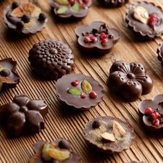 You could put anything in your chocolate for any occasion! Chocolate World, Chocolate Shop, Chocolate Bark, Chocolate Factory, Chocolate Truffles, Homemade Chocolate, Chocolate Lovers, Chocolate Desserts, Rodjendanske Torte