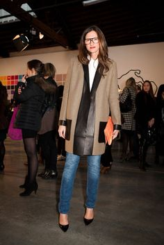 Jenna Lyons, fashion expert, pairs heels with classic denim and goes light on the leather. Jena, Looks Style, My Style, Jenna Lyons, J Crew Style, Fall Winter Outfits, Winter Style, Business Fashion, Look Cool
