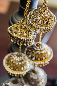 This Indian bride opts for beautiful jewelry for her wedding.