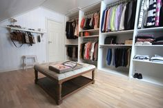 walk in closet Closet Drawers, Master Bedroom Bathroom, Bedroom Wardrobe, Dere, Walk In Closet, Rental Property, My Dream Home, Home Projects, Interior Inspiration