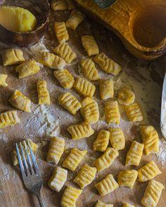 """1,095 To se mi líbí, 17 komentářů – Inna Valoušková (@garden.and.kitchen) na Instagramu: """"NOVÝ RECEPT Dnes dýňové gnocchi s bramborem, začínám jak se říká zlehka ale nebojte bude…"""" Gnocchi"""