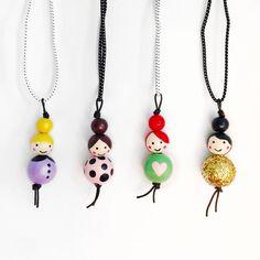 Little Ladies Wood Bead Necklaces – schlüsselanhänger - DIY and crafts Hobbies And Crafts, Diy And Crafts, Crafts For Kids, Bead Crafts, Jewelry Crafts, Beaded Jewelry, Handmade Jewelry, Beaded Necklaces, Handmade Necklaces