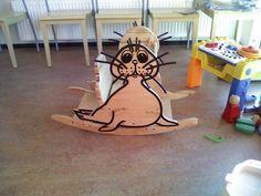 In de wachtkamer van één van de huisartsenpraktijken in Harlingen staat dit originele schommelstoeltje!