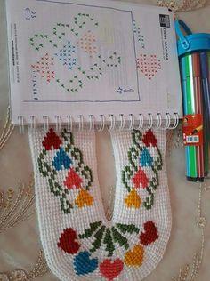 Crochet Bobble, Tunisian Crochet Stitches, Crochet Slippers, Free Crochet, Knitting Socks, Hand Knitting, Knitting Patterns, Crochet Patterns, Crochet Designs