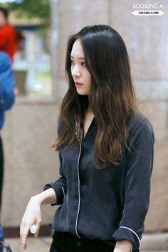 krystal, heading to shanghai Krystal Fx, Jessica & Krystal, Asian Woman, Asian Girl, Krystal Jung Fashion, Kang Min Hyuk, Airport Style, Airport Fashion, Seohyun
