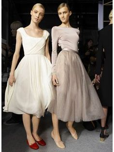 Classic Ballet Flats Paired with Slightly Sheer and Light Weight Midi Dress for a more Elegant Look Worthy for a Night Out Hi Fashion, Modest Fashion, Fashion Beauty, Fashion Outfits, Fashion Tips, Fashion Design, Ballet Inspired Fashion, Ballet Fashion, Inspired Outfits