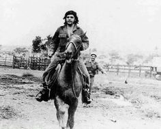 Guevara By Adolfo Vásquez Rocca Che Quevara, Che Guevara Photos, Viva Cuba, Ernesto Che Guevara, Famous Pictures, Cienfuegos, Hip Hop Art, Guerrilla, Popular Culture