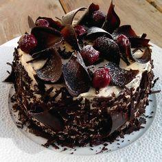 Forêt noire Gourmet Recipes, Baking Recipes, Cake Recipes, Dessert Recipes, Decoration Patisserie, Dessert Decoration, Cookie Cake Pie, Cake Cookies, Pavlova