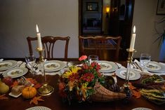 Thanksgiving Outdoor Decoration Ideas Beautiful 30 Ways to Remember A Loved E On Thanksgiving Day Thanksgiving Decorations Outdoor, Thanksgiving Centerpieces, Thanksgiving Holiday, Family Wall Decor, Unique Wall Decor, Porch Decorating, Decorating Your Home, White Living Room Set, Pine Dining Table