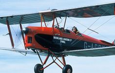 An extended hands on trial lesson in a Tiger Moth.  Experience a bygone era of aviation during this 30 minute flight over the English countryside. During the flight you will even have the chance to take the flight controls. This nostalgic flying experience is the only way to really appreciate the freedom of the skies offered by this wonderful aircraft. #nostalgia #nostalgicgifts #gift #giftsforgrandparents