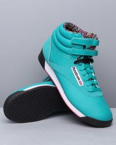 9e0bb2bccd3910 Freestyle high sneakers by Reebok! Get your size before it s gone!