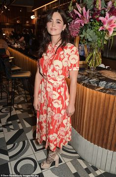 Clara Oswald, Jenna Coleman, British Actresses, Go Shopping, Red Carpet, Wrap Dress, Things To Come, Sari, Celebs
