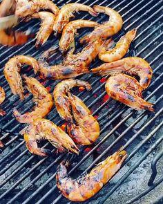 Bbq Prawns, Prawn Fish, Chilli Prawns, Spicy Prawns, Grilled Recipes, Prawn Recipes, Bbq Skewers, Surf And Turf, Soy Sauce