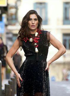 La modelo y actriz Verónica Hidalgo con joyas de Marinaro Joyas Únicas, pertenecientes a la Tribal Collection.