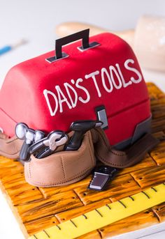 Learn how to make a fondant toolbox cake for Father's Day
